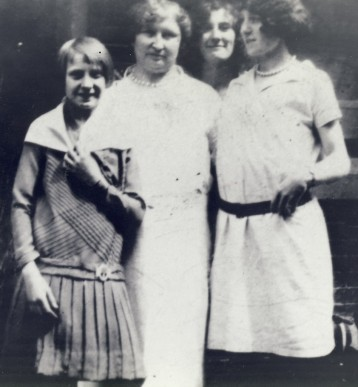 Waclawa Zawodny and Daughters